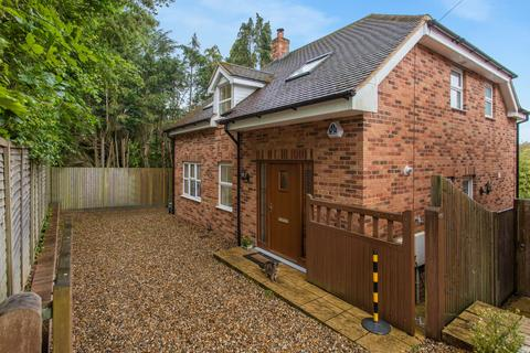 3 bedroom detached house for sale - Seer Green, Beaconsfield