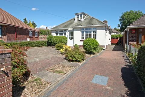 2 bedroom bungalow for sale - Squires Walk, Weston, Southampton, SO19 9GJ