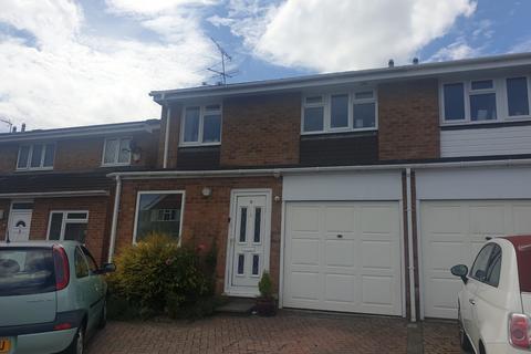 3 bedroom semi-detached house to rent - Chatsworth Road, Farnborough
