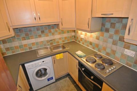 3 bedroom flat to rent - High Road, London, NW10