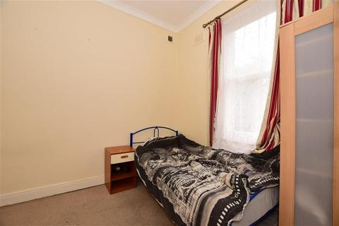 1 bedroom flat for sale - Granville Road, Ilford, Essex