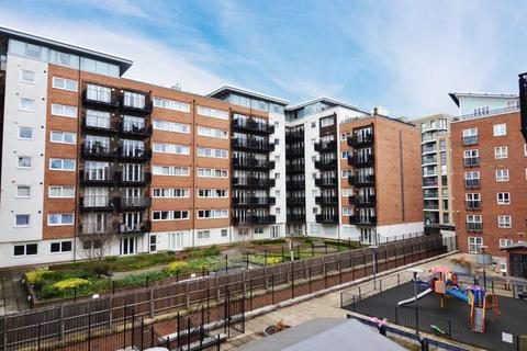 2 bedroom flat to rent - Seven Kings Way, Kingston upon Thames KT2