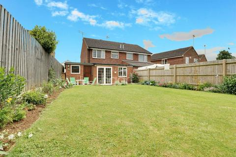 3 bedroom semi-detached house for sale - Sussex Drive, Banbury