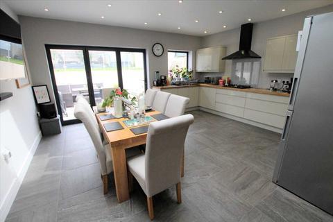 3 bedroom detached house for sale - Davis Road, Poole