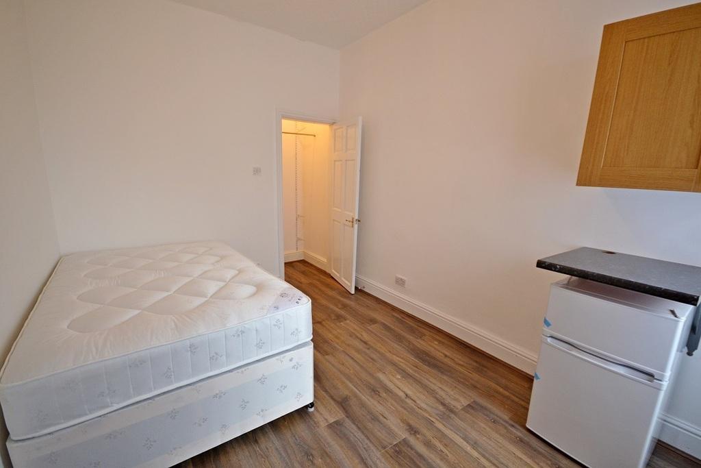 Room 3 £375 pcm