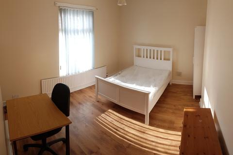 3 bedroom terraced house to rent - Hibbert Street, 3 Bed, Rusholme 3 bed house to let, Ideal for professionals and students, Manchester