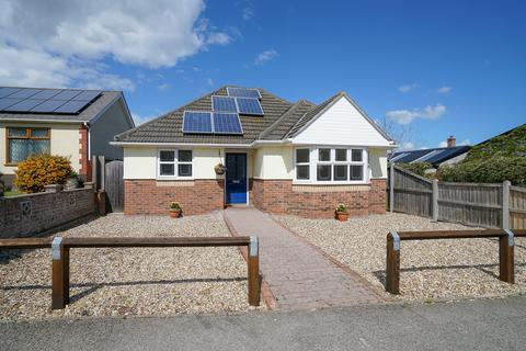 3 bedroom detached bungalow for sale - Sandbanks Court, Saxmundham