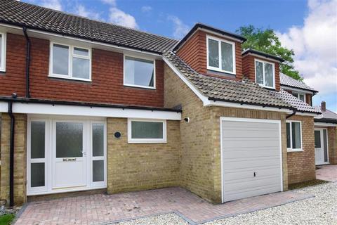 3 bedroom terraced house for sale - Hovendens, Sissinghurst, Kent