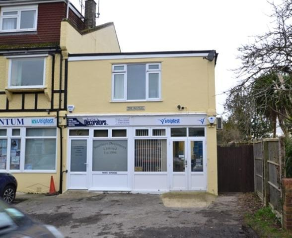 2 Bedrooms Flat for sale in Ferringham Lane, Ferring, West Sussex, BN12 5NE