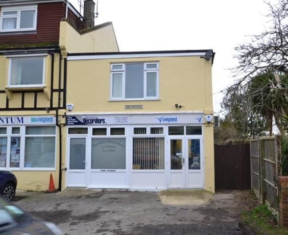 2 Bedrooms Flat for sale in Ferringham Lane, Ferring, West Sussex, BN12 5NE