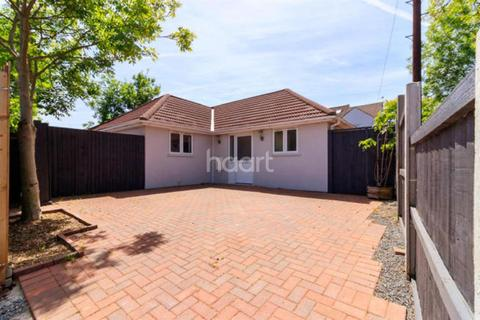 2 bedroom detached house for sale - Appledore Close, Romford, RM3 8DZ