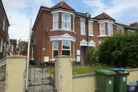 2 bedroom apartment to rent - Broadlands Road