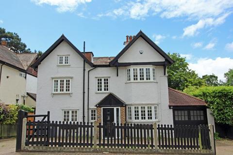 4 bedroom detached house for sale - Purley Downs Road, Sanderstead, Surrey