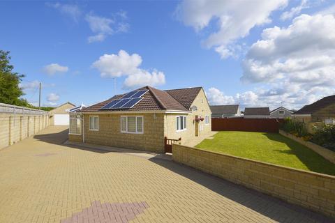3 bedroom detached bungalow for sale - Coxwynne Close, Midsomer Norton, BA3 4ES