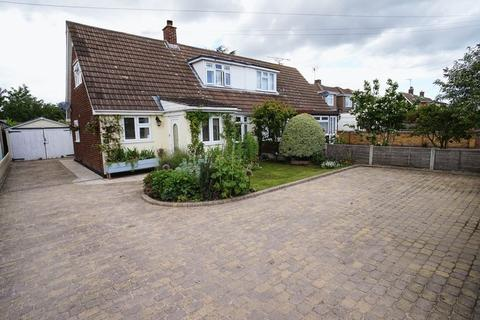 3 bedroom semi-detached house for sale - Haarlem Road, Canvey Island