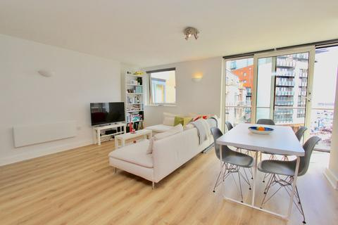 2 bedroom flat to rent - Channel Way, Southampton, SO14