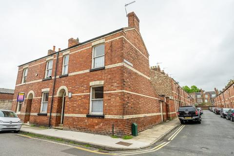4 bedroom semi-detached house for sale - Compton Street, York