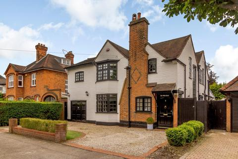 4 bedroom detached house for sale - Squirrels Heath Avenue, Romford