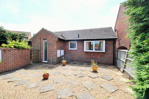 2 bedroom bungalow for sale - Ploughmans Headland, Stanway, Colchester, CO3