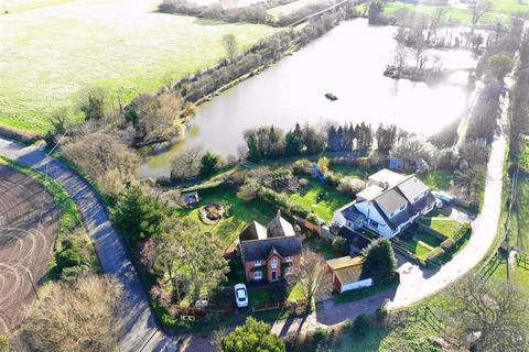 4 bedroom detached house for sale - Creeksea Ferry Road, Canewdon, Essex