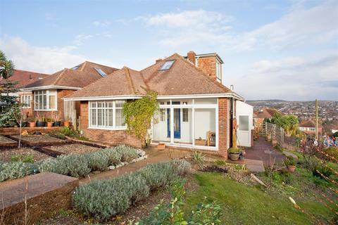 3 bedroom detached bungalow to rent - Fernwood Rise, Westdene, Brighton