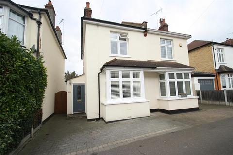 3 bedroom semi-detached house for sale - Southsea Avenue, Leigh-On-Sea