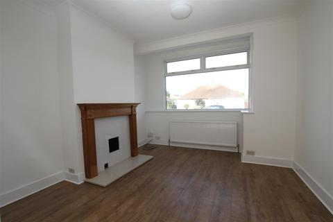 3 bedroom semi-detached house for sale - Alton Gardens, Southend-On-Sea