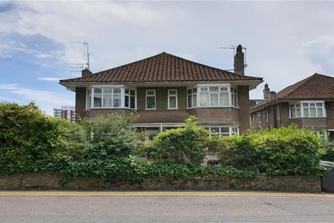 2 bedroom flat to rent - St Peters Road, Bournemouth