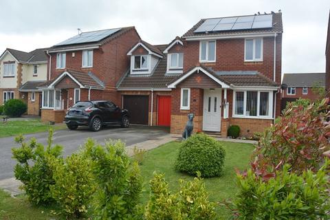 3 bedroom semi-detached house for sale - Lawrence Close, Burnham-On-Sea