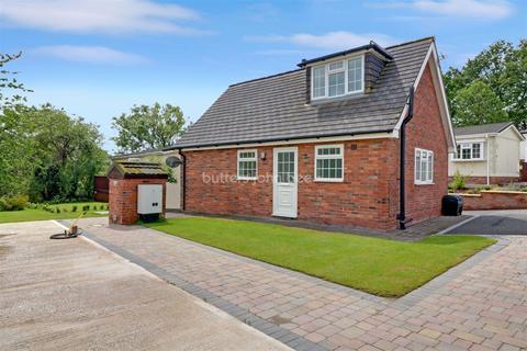 2 bedroom bungalow for sale - Riverside Park, Winsford
