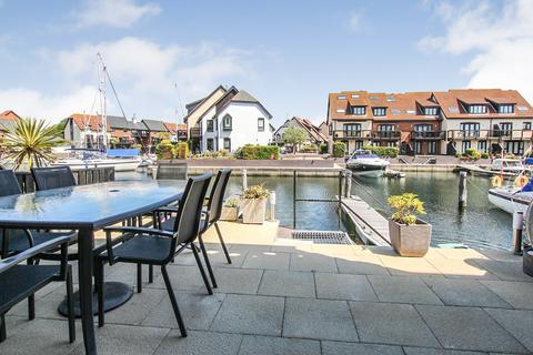 2 bedroom townhouse for sale - Endeavour Way, Hythe