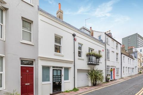 2 bedroom terraced house for sale - Wentworth Street, Brighton, East Sussex, BN2