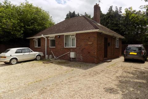 2 bedroom detached bungalow for sale - Heath End Road, Baughurst, RG26