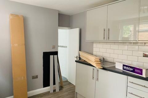 Studio to rent - Warwick Road, West Drayton, Middlesex, UB7