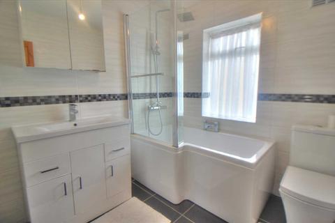 3 bedroom terraced house to rent - Lancing Gardens, Edmonton