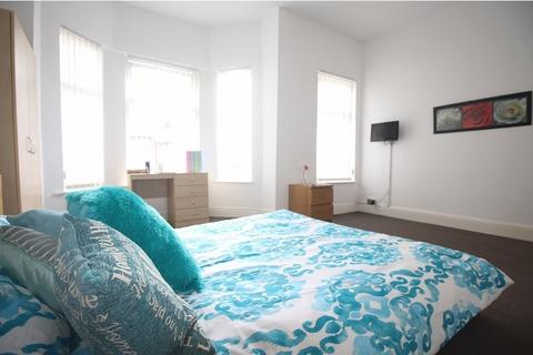 6 bedroom property to rent - Longford Place, Manchester