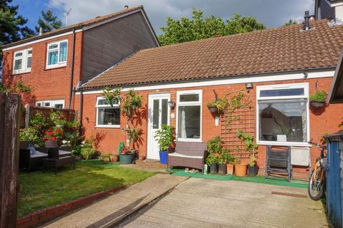 2 bedroom bungalow for sale - Bryony Close, Old Catton, Norwich
