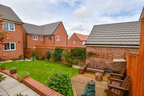 3 bedroom semi-detached house for sale - Kingfisher Drive, Whitby