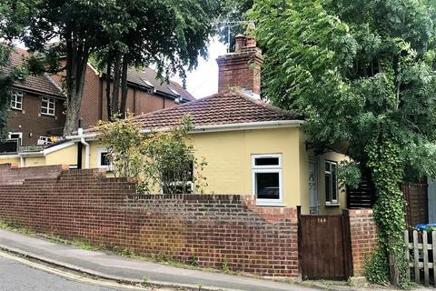 2 bedroom detached bungalow for sale - Waterhouse Lane, Southampton