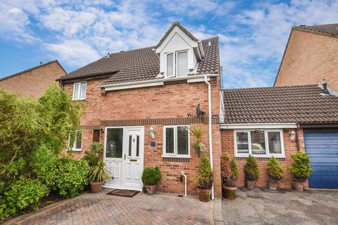 3 bedroom semi-detached house for sale - Overstrand Close, Bicester