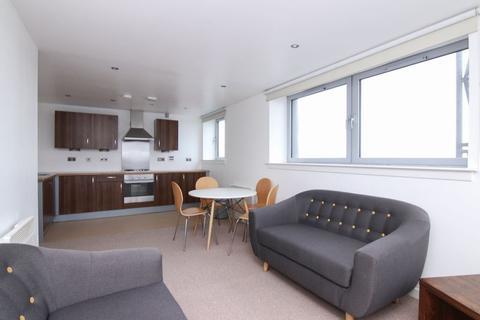 2 bedroom penthouse to rent - TWO BED FURNISHED @ HEYSMOOR HEIGHTS TOP FLOOR