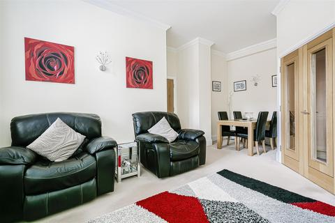 2 bedroom apartment to rent - Elizabeth Drive, Banstead