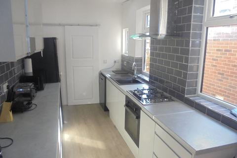 5 bedroom terraced house to rent - Harefield Road