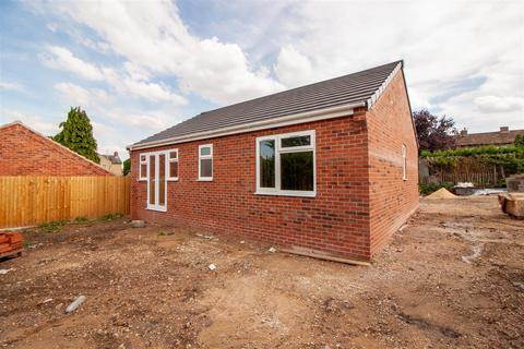 2 bedroom bungalow for sale - off Welbeck Road, Retford