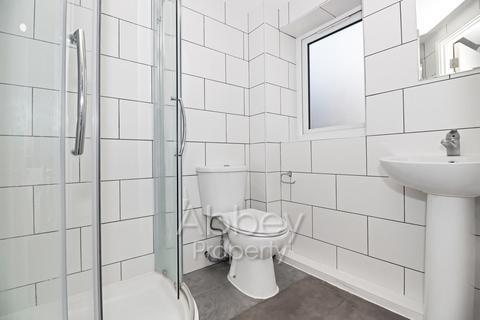 1 bedroom flat to rent - Lea Road - FRONT OF UNIVERSITY! - LU1 3GZ