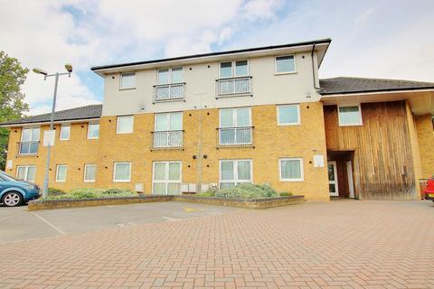 2 bedroom flat for sale - MODERN KITCHEN! POPULAR SHOLING LOCATION! GROUND FLOOR!