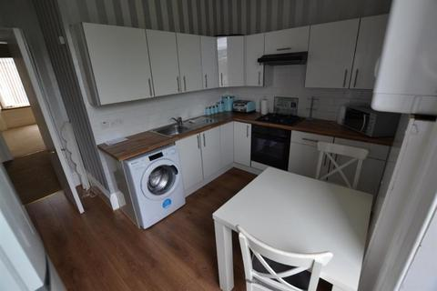 2 bedroom flat to rent - South Street, Greenock, Inverclyde, PA16 8UE