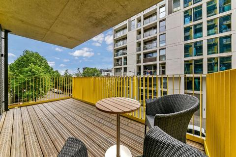 3 bedroom flat for sale - 45 Millharbour, E14