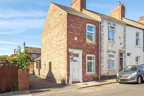 2 bedroom end of terrace house for sale - Ashville Street, York, YO31