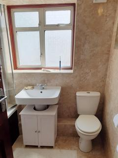 4 bedroom semi-detached house to rent - Hayes UB4